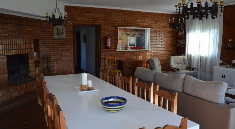 Salón con amplio comedor